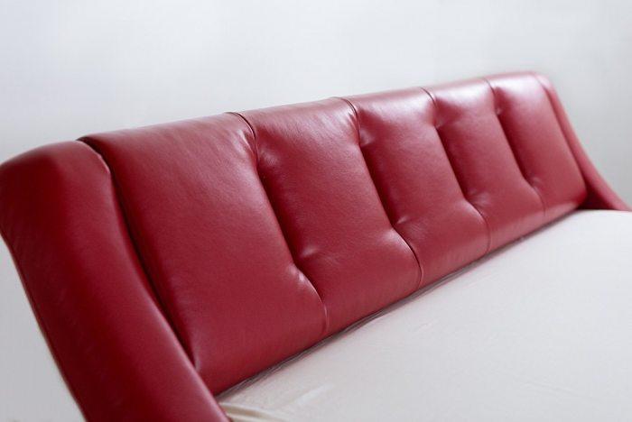 Raudonos, modernios dvigules lovos Nica galvugalis
