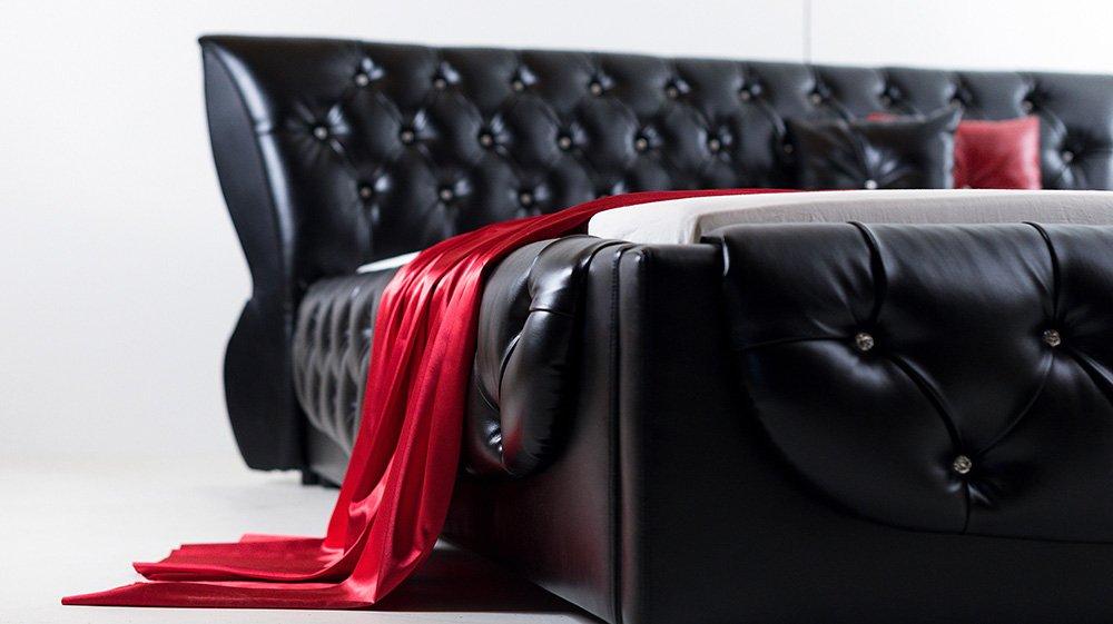 Juodos, modernios dvigules lovos Roma sonas