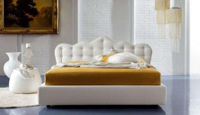 Karalisko dizaino dvigule lova Mona baltos spalvos, galvugalis primenantis karuna su itraukimais