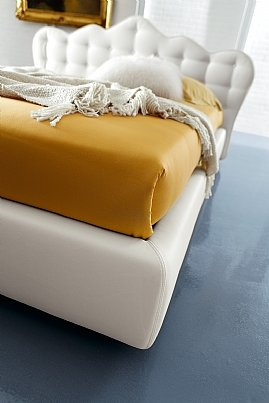 Balta, klasikine dvigule lova Mona su sagomis