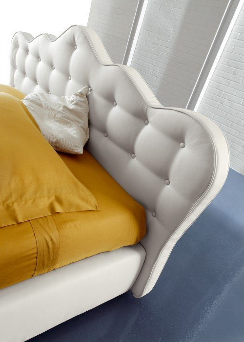 Baltos, klasikines dvigules lovos mona galvugalis