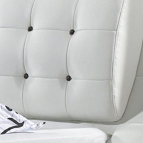 Baltos, modernios dvigules lovos Elis prasiuvimai