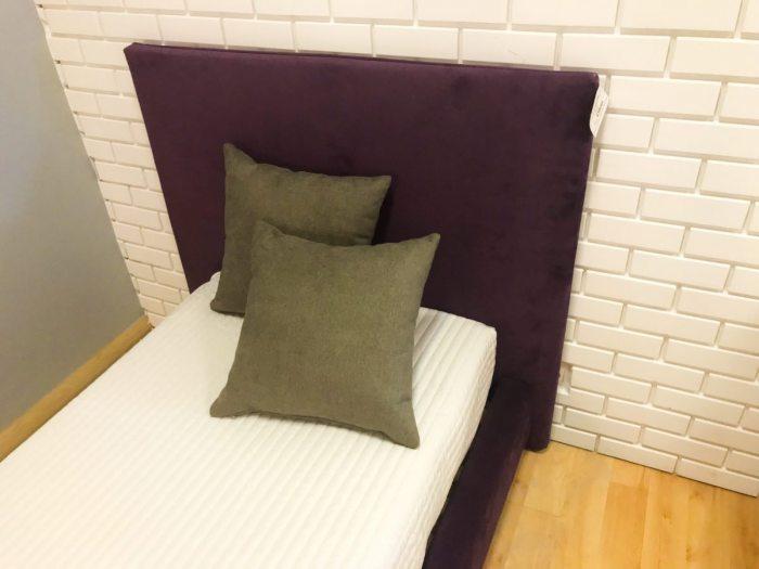 Viengule-lova-Estelle-violetine