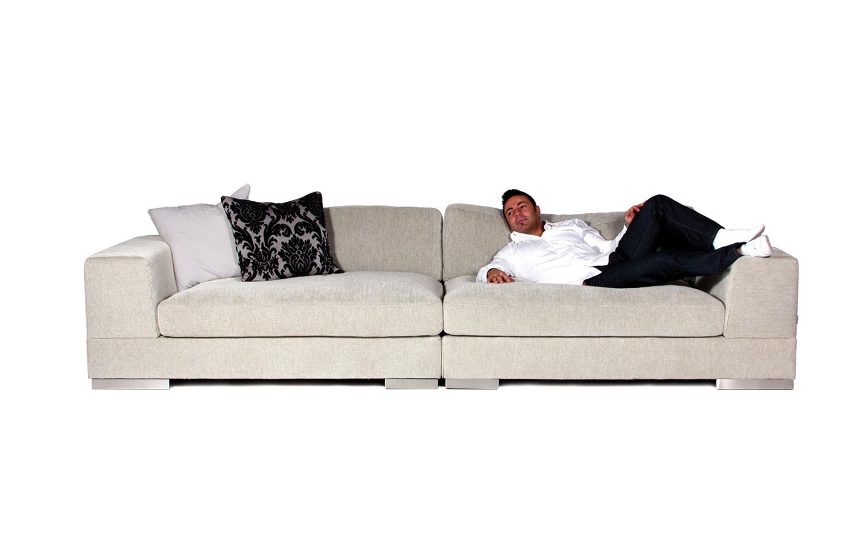 Keturviete-sofa-Lazy-kremine-priekis